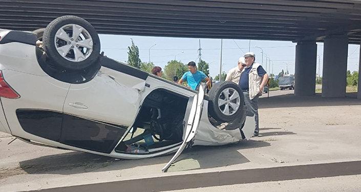 Subaru перевернулась в Алматы