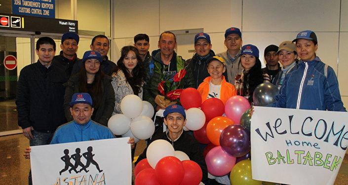 Встреча в аэропорту после марафона в Нью-Йорке
