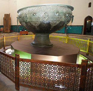 Тайказан в центре мавзолея Арыстанбаба