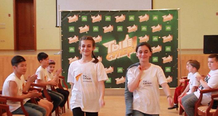 Участники шоу Ты супер! получили подарки от Sputnik