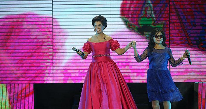 Роза Рымбаева на вручении премии Алтын Жүрек