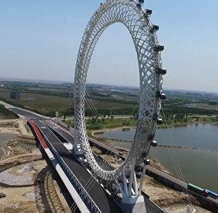 Необычное гигантское колесо обозрения открылось в Китае
