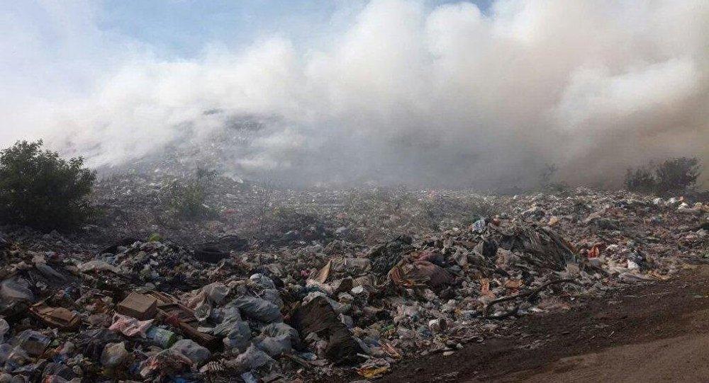 Свалка горит в Усть-Каменогорске