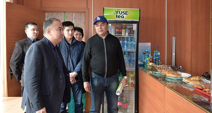 Аким Акмолинской области осмотрел придорожные объекты