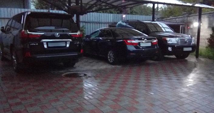 Автомобили членов ОПГ в Алматы