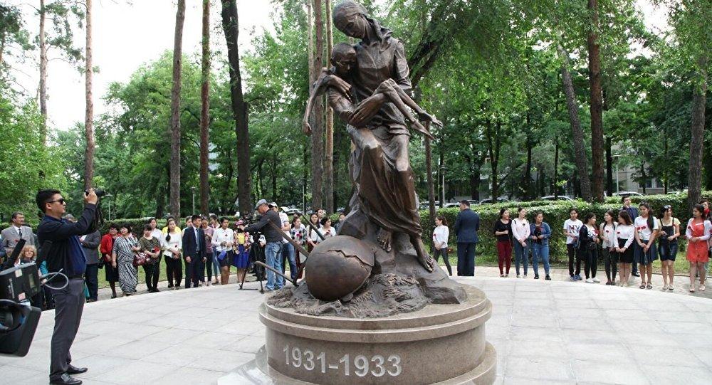 Памятник жертвам голода 1931-1933 годов установили в Алматы