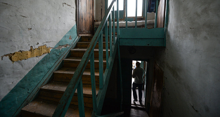 Лестница в аварийном доме, архивное фото