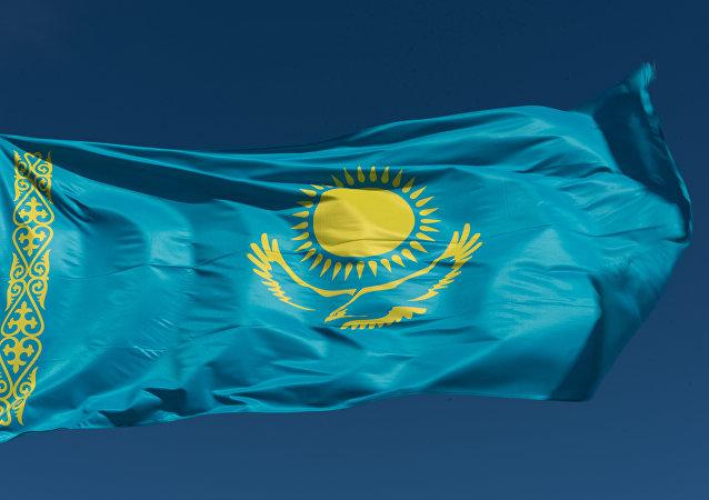 Флаг Казахстана на территории комплекса жертв политических репрессий и тоталитаризма АЛЖИР (Акмолинский лагерь жен изменников родины) в Акмолинской области