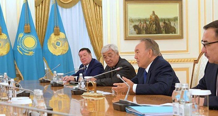 Во время встречи Нурсултана Назарбаева с почетным старшим министром, членом парламента Сингапура Го Чок Тонгом