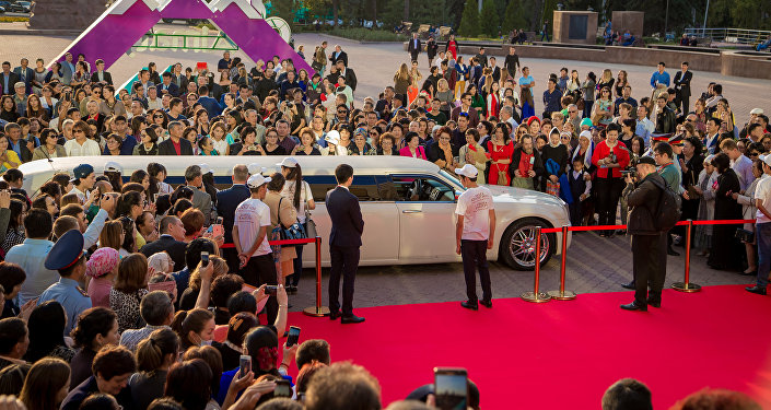 Красная дорожка по случаю премьеры фильма Дорога к матери в Алматы