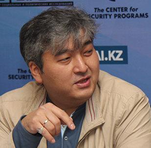 Политолог Данияр Ашимбаев