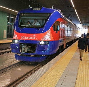 Поезд, прибывший на вокзал