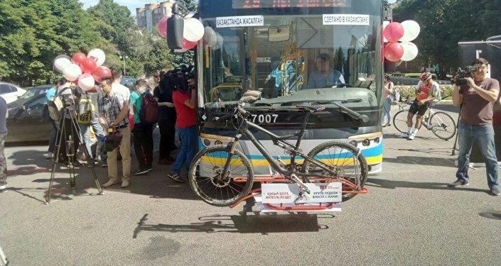 Автобусы с велосипедными креплениями