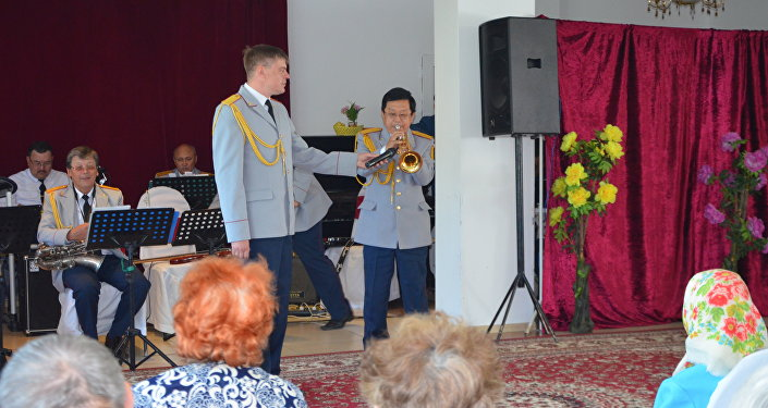 Концерт в доме престарелых в Алматинской области