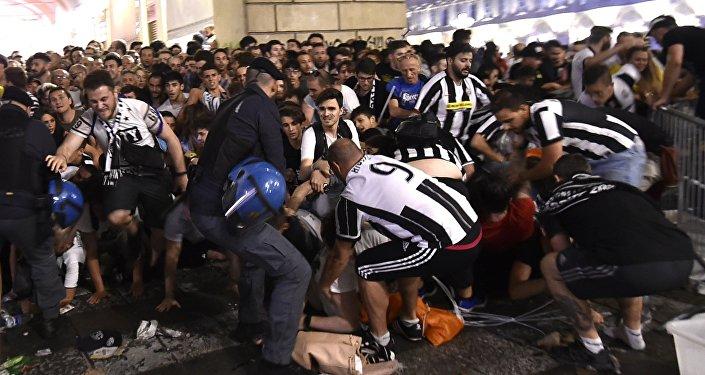 Фанаты Ювентуса пострадали в давке на площади в Турине