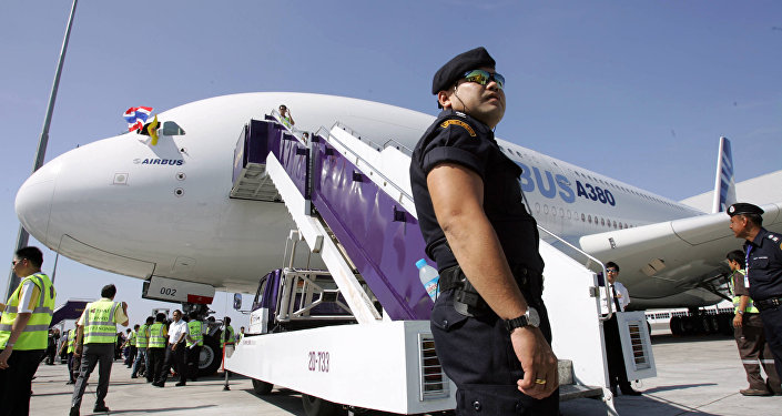 Служба безопасности в аэропорту Бангкока, архивное фото