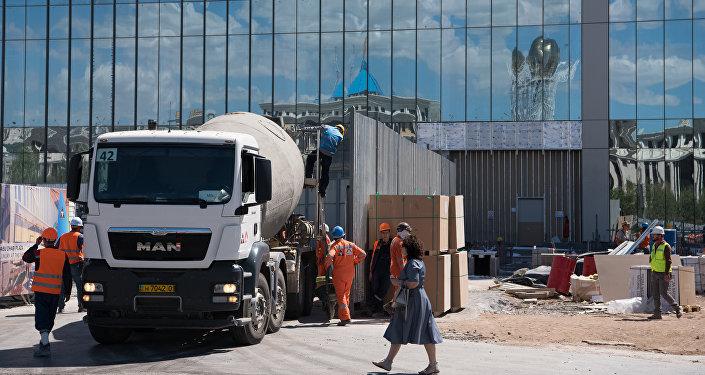 Строительство Абу Даби Плаза в Астане