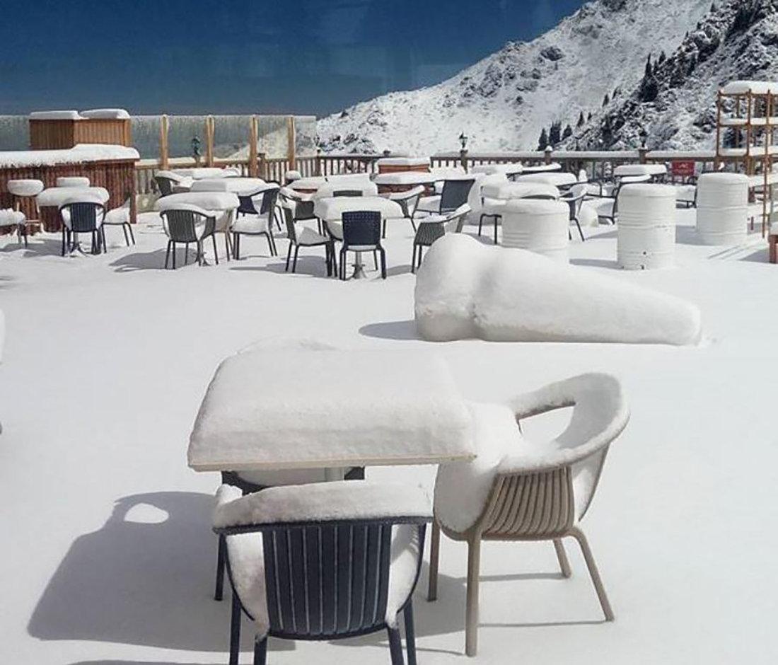Снег выпал на Шымбулаке 7 июня
