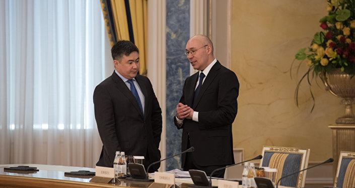 Тимур Сулейменов (слева) и Кайрат Келимбетов (справа)
