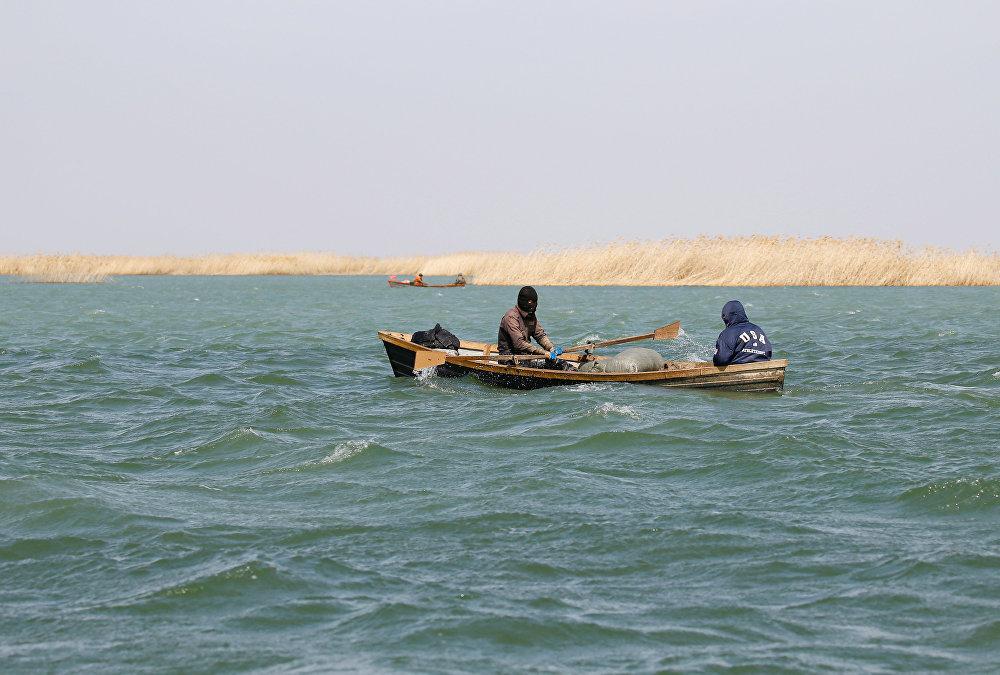 Рыбаки на Аральском море, архивное фото