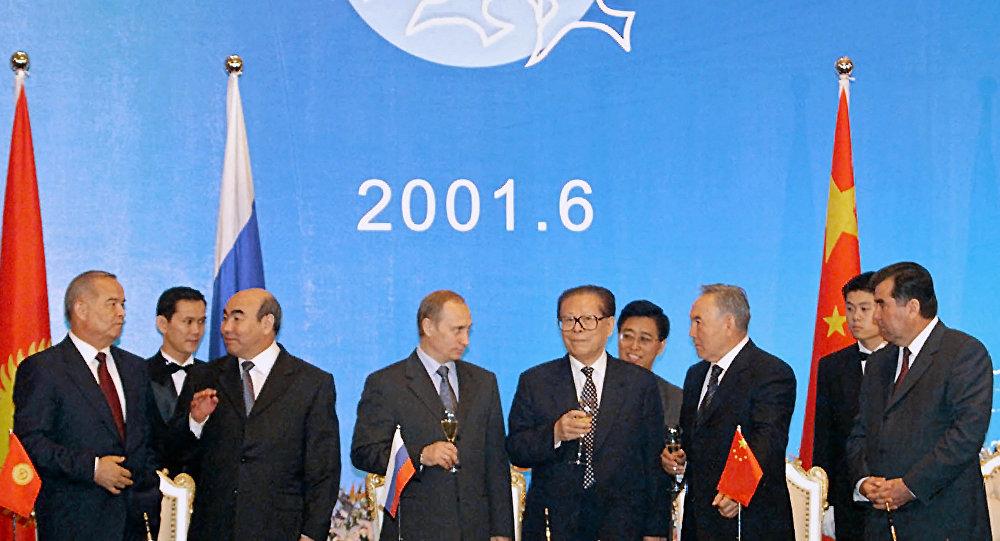 Первый саммит глав государств-участников Шанхайской организации сотрудничества в Китае