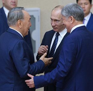 Астанадағы ШЫҰ саммиті - Владимир Путин, Нұрсұлтан Назарбаев және Алмазбек Атамбаев