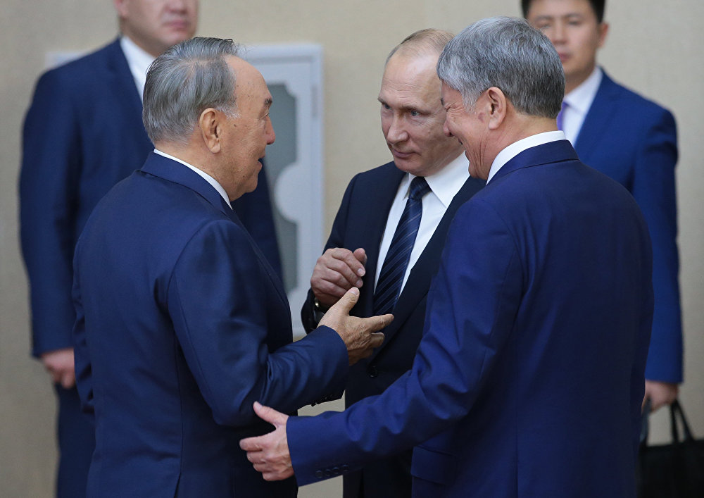 Саммит ШОС в Астане - Владимир Путин, Нурсултан Назарбаев и Алмазбек Атамбаев