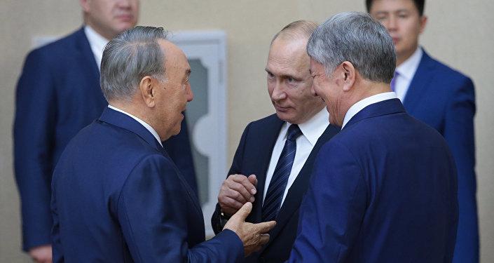 Саммит ШОС в Астане – Владимир Путин, Нурсултан Назарбаев и Алмазбек Атамбаев