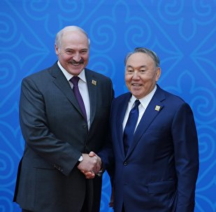 Президент Белоруссии Александр Лукашенко (слева) и президент Казахстана Нурсултан Назарбаев