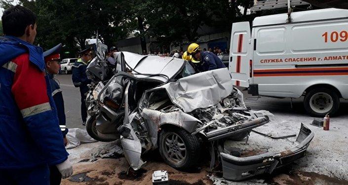 Столкнулись два автобуса и пять машин в Алматы