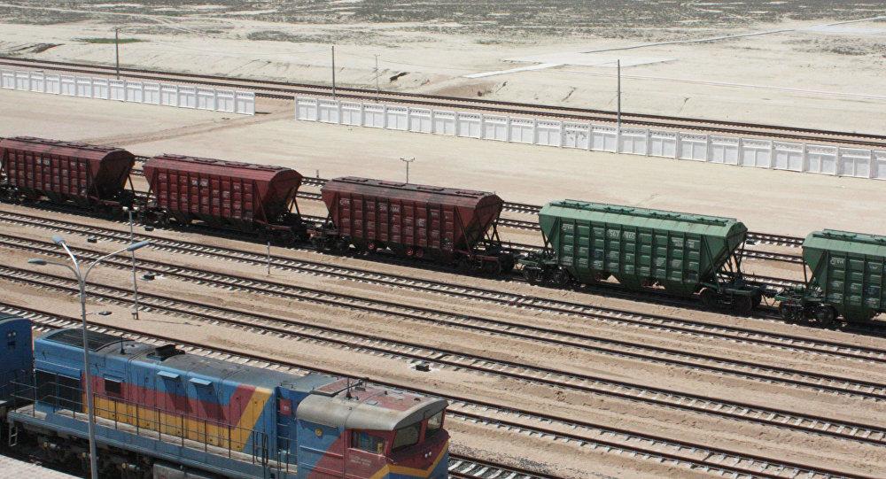 Архивное фото грузовых вагонов