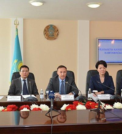 Заместитель генерального прокурора Казахстана Андрей Кравченко на брифинге в Актобе