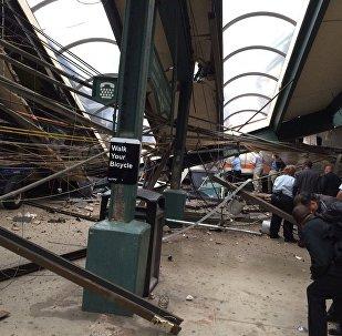 Фото с места крушения поезда в Нью-Джерси (США)