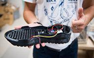 Модель кроссовок с кондиционером внутри, распечатанная на 3D-принтере