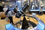 Посетители планетария, архивное фото