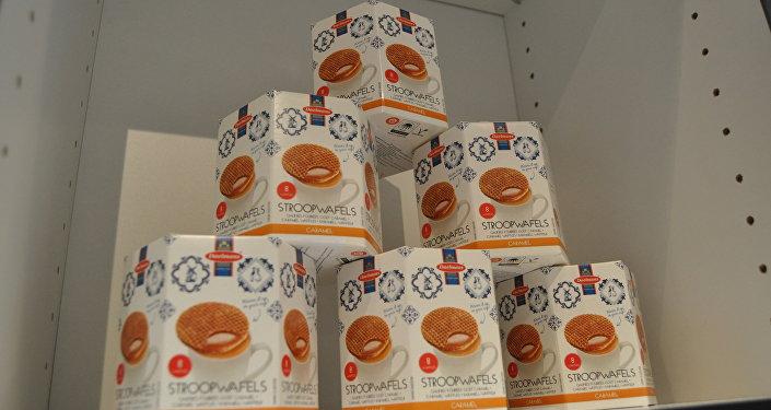 Вафли в подарочной упаковке в павильоне Голландии