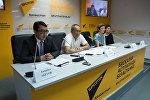 Участники пресс-конференции о проблемах дольщиков Азбука жилья
