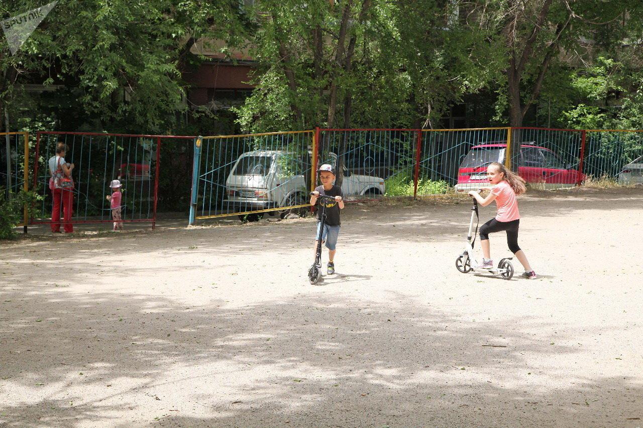 Детская площадка, куда хотят переместить паркинг