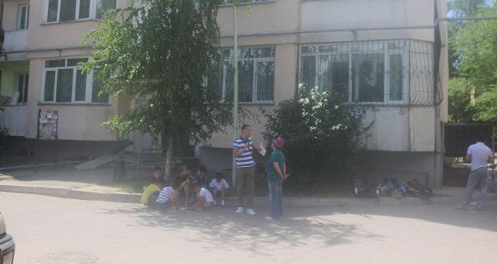 Накренившийся дом в Алматы