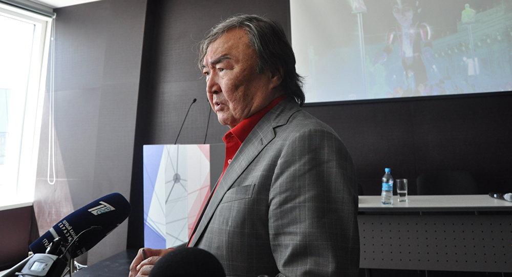 Олжас Сулейменов в павильоне Франции на ЭКСПО