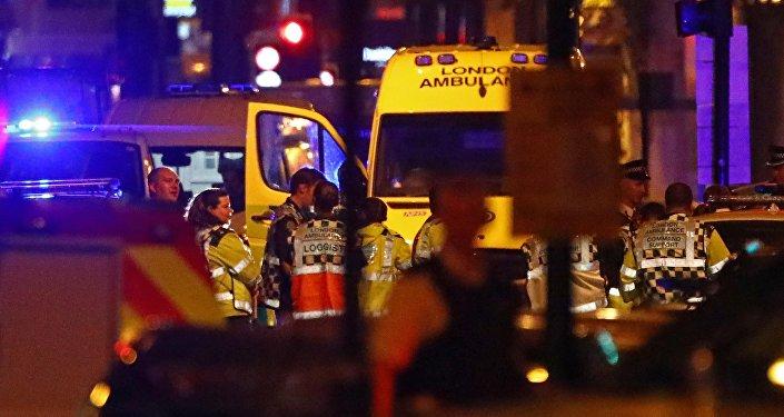 Спасатели на месте наезда фургона на людей в Лондоне