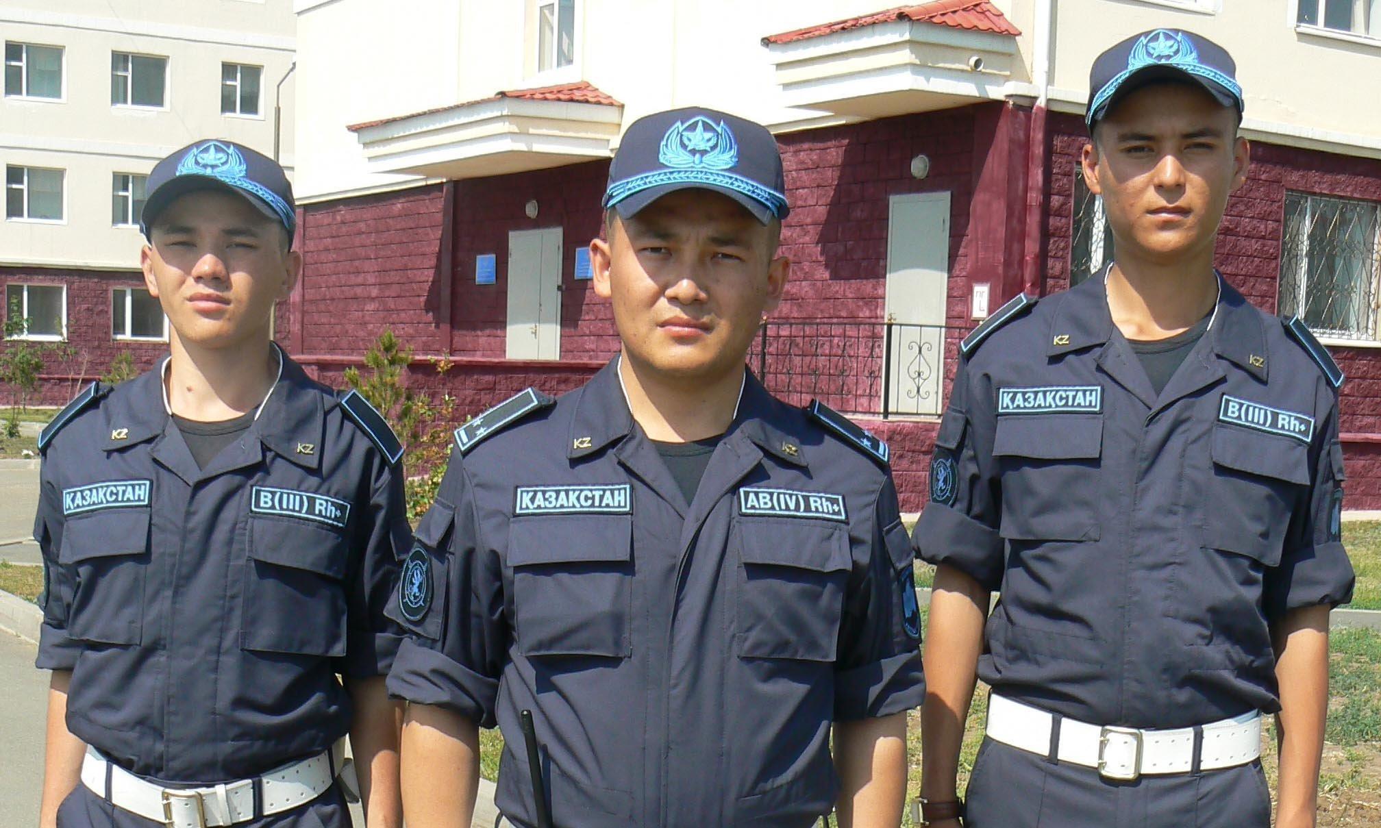 Служащие Национальной гвардии Ролан Тышканбай, Асылжан Айтбай и лейтенант Нурсултан Амиров