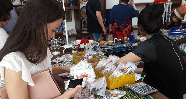 Выставка-ярмарка сувенирных изделий мастеров из Таджикистана