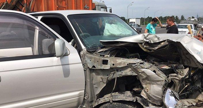 Две Тойоты столкнулись на мосту Рыскулова – Жансугурова