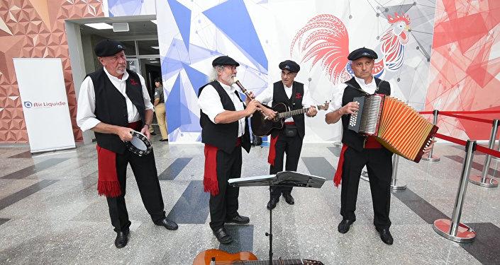 Бонжур из Парижа: музыкальный день в павильоне Франции на ЭКСПО