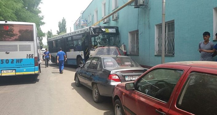 ДТП сучастием 2-х автобусов случилось вАлматы, есть пострадавшие