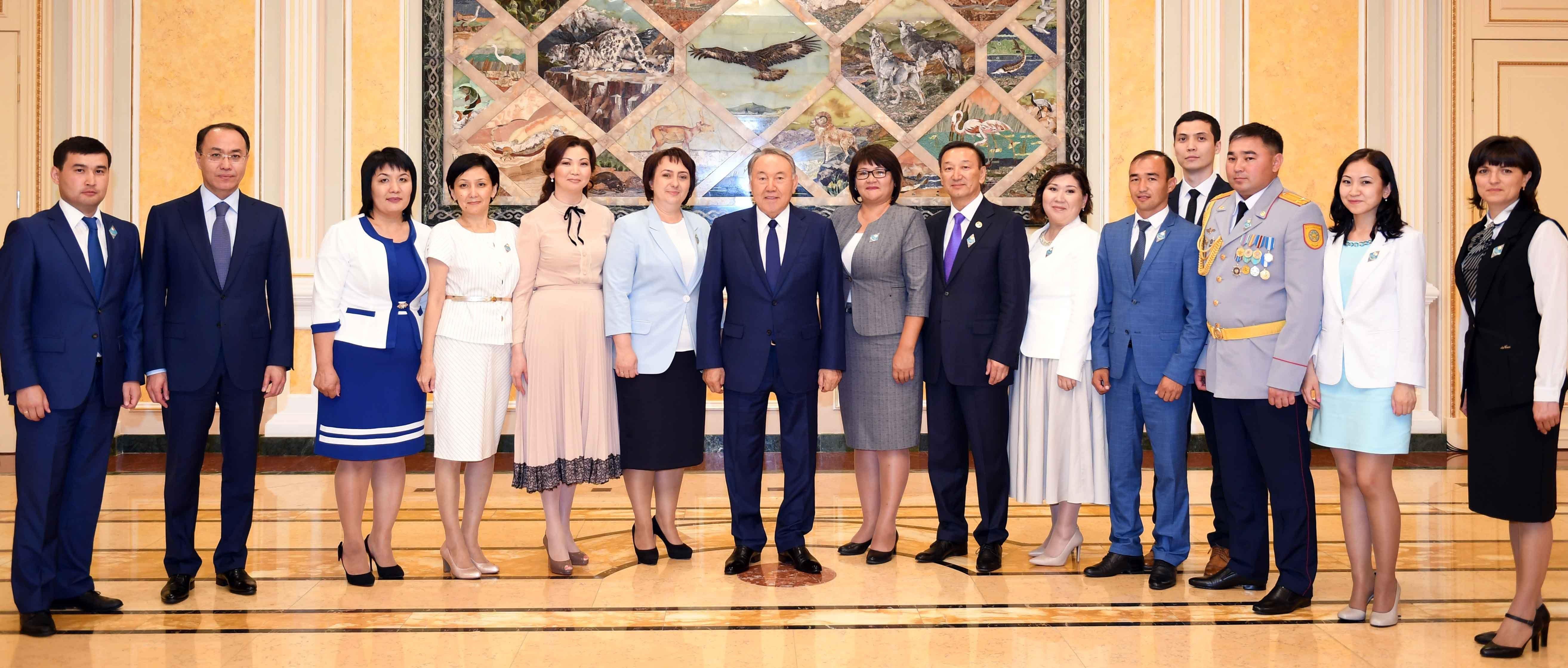 Назарбаев встретился с лучшими госслужащими страны
