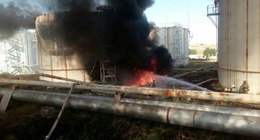Неменее 300 человек сутки тушили пожар нанефтебазе наюге Казахстана