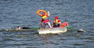 Спасатели на воде, архивное фото