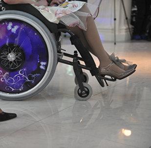 Архивное фото инвалидной коляски участницы конкурса красоты среди женщин с ограниченными возможностями